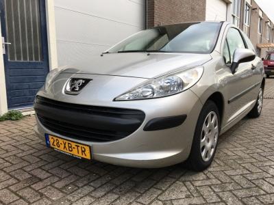 Peugeot 207 1.4-16V XR